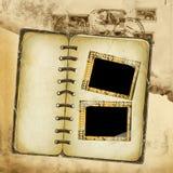 Het album van Grunge voor ontwerp met envelopachtergrond Stock Fotografie