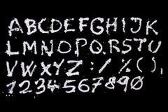 Het alfabet van sneeuwkerstmis op zwarte achtergrond Stock Foto
