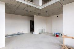 Het algemene plan van het parterre in een twee-verhaal flat in een nieuw gebouw stock foto's
