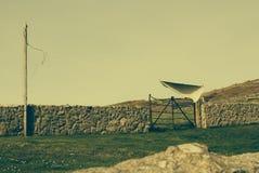 Het algemene vliegen in de wind op een waslijn op plattelandsgebieden Stock Foto