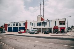 Het Aljezur-Brandweerkorpsgebouw in Aljezur, Portugal stock fotografie