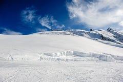 Het alpiene landschap van de de winterberg Franse Alpen met sneeuw Stock Foto