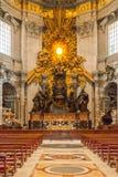 Het altaar van de 1653 eraapsis van St Peter's Basiliek II Stock Afbeelding