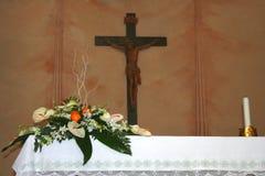Het altaar van het huwelijk met bloemen Stock Foto