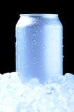 Het aluminium kan in Ijs met koele tonen Stock Fotografie