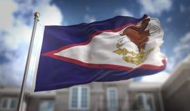 Het Amerikaanse de Vlag van Samoa 3D Teruggeven op Blauwe Hemel de Bouwachtergrond Royalty-vrije Stock Afbeeldingen