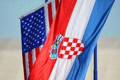 Het Amerikaanse en Kroatische nationale vlaggen golven Royalty-vrije Stock Afbeeldingen