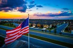 Het Amerikaanse het huis van Vlaggenvoorsteden en van de huizen luchthommel meningsnoorden van Austin, Texas stock afbeelding