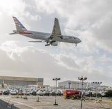 Het Amerikaanse Luchtroutes straal landen in Heathrow royalty-vrije stock foto's