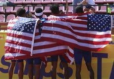 Het Amerikaanse team na winnende zilveren medailles 4X400 meet relais in het IAAF-Wereldu20 Kampioenschap in Tampere, Finland royalty-vrije stock afbeelding