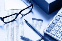 Het analyseren van document Stock Afbeeldingen