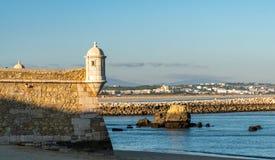 Het ankeralgarve Portugal van de kasteelpalm schaduw royalty-vrije stock afbeeldingen