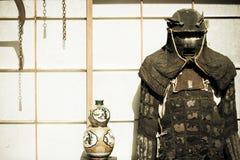 Het antieke kostuum van het Samoeraienpantser stock foto's