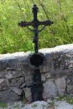 Het antieke kruis van de metaalgrafsteen royalty-vrije stock foto