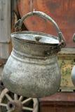 Het antieke potten hangen Stock Afbeelding