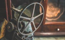 Het antieke Zeevaartwiel van de Metaalomwenteling royalty-vrije stock afbeelding