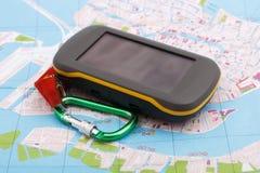 Het apparaat en de kaart van GPS royalty-vrije stock afbeeldingen