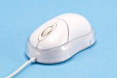 Het apparaat van de de muiscontrole van de computer op blauwe achtergrond Stock Afbeelding