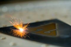 Het apparaat van het metaalmalen bij het werkmening stock foto