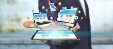 Het apparaat van technologie van de zakenmanholding in zijn hand Royalty-vrije Stock Afbeelding