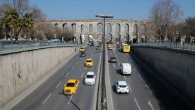 Het Aquaduct van Bozdoganvalens stock video