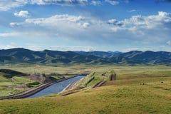 Het Aquaduct van Californië na een regenachtig jaar royalty-vrije stock foto