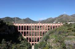 Het aquaduct van Nerja, Spanje stock afbeelding