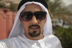 Het Arabische Mannelijke Nemen Selfie royalty-vrije stock foto
