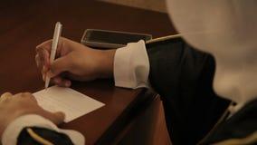 Het Arabische mens schrijven stock video