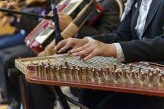 Het Arabische Muzikale het Instrument van Qanon Spelen Royalty-vrije Stock Afbeelding