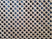 Het Arabische patroon houten scherm in Alcazar DE Sevilla stock afbeeldingen