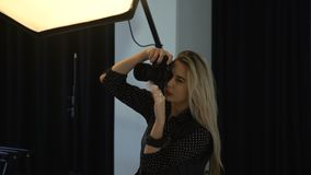 Het art. van de de fotograaflevensstijl van de coulissemanier stock videobeelden