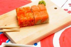 Het art. van waterfud Japanse sushi op een witte plaat Stock Afbeeldingen