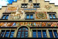 Het artistiek geschilderde die stadhuis in Lindau, 1422-36 wordt gebouwd, op de Beierse kusten van het Meer van Konstanz, Duitsla Royalty-vrije Stock Afbeeldingen