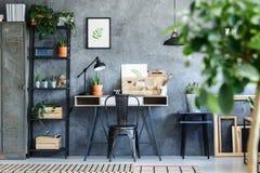 Het artistieke botanische binnenland van de bureauruimte Stock Afbeeldingen