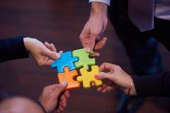 Het assembleren puzzel Stock Fotografie