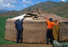 Het assembleren van een yurt, Mongolië Royalty-vrije Stock Foto