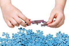 Het assembleren van geïsoleerde puzzels Royalty-vrije Stock Foto's