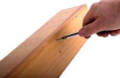 Het assembleren van meubilair, hexuitdraaimoersleutel ter beschikking Royalty-vrije Stock Foto