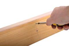 Het assembleren van meubilair, hexuitdraaimoersleutel ter beschikking Stock Afbeelding