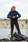 Het assembleren van scuba-uitrustingstoestel stock foto