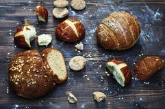 Het assortiment van het bakkerijproduct in een rustieke stijl royalty-vrije stock fotografie