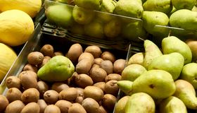 Het assortiment van het kiwifruit Stock Afbeeldingen