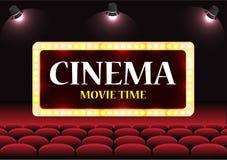 Het auditorium van de filmbioskoop met het scherm en rode zetels Royalty-vrije Stock Afbeelding