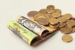 Het Australische geld vouwde nota's en muntstukken stock fotografie