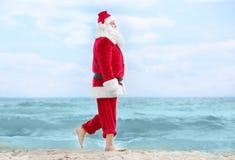 Het authentieke Santa Claus-lopen Royalty-vrije Stock Fotografie