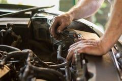 Het auto mechanische werken stock foto