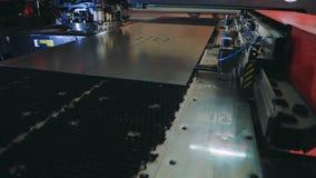 Het automatische werk voor staalfabriek Automatisering van proces binnen computer cnc stock footage