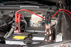 Het automobiele batterij laden Royalty-vrije Stock Foto's