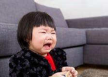 Het Aziatische baby schreeuwen stock foto's